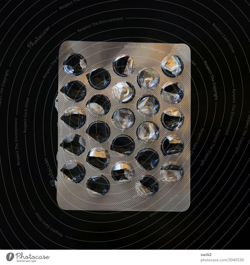 Schlaflose Nächte Tablette Behälter u. Gefäße Medikament Kapsel Verpackung Verpackungsmaterial Metall Kunststoff dunkel glänzend grau schwarz Selbstbeherrschung