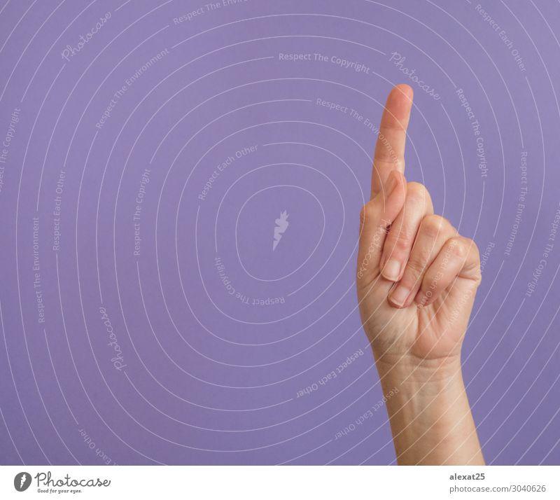 Hand mit erhabenem Zeigefinger auf lila mit Kopierfläche Mensch Frau Erwachsene Finger Coolness mehrfarbig violett 1 Hintergrund Mitteilung Entwurf Textfreiraum