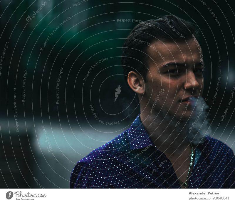 Ausatmen elegant Stil Mensch Junger Mann Jugendliche Erwachsene 1 18-30 Jahre Natur Sofia Bulgarien Europa Stadt Hauptstadt Mode Bekleidung Hemd Accessoire