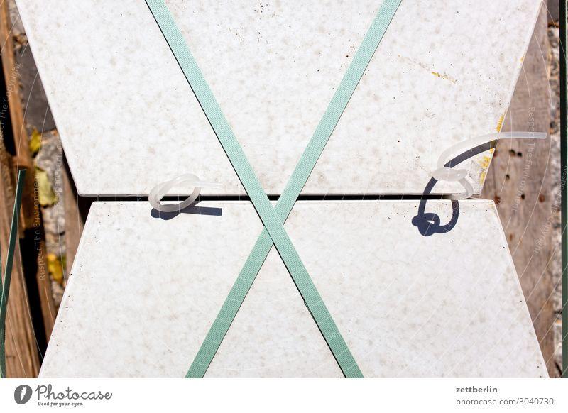 Gehwegplatten Architektur Baustelle Material Bürgersteig Fußweg Bodenplatten Verpackung verschnürung Verbundenheit Spannung Lager Granit Strukturen & Formen