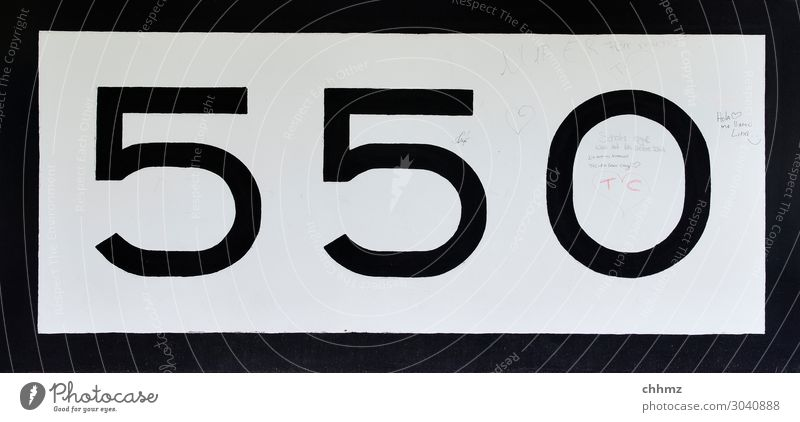 Rheinkilometer 550 weiß schwarz Stein Kommunizieren Beton Ziffern & Zahlen Güterverkehr & Logistik Hafen Schifffahrt Wassersport Rudern Kapitän Paddeln