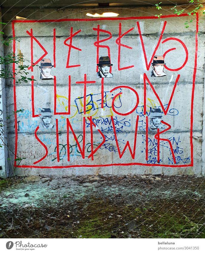 Die Revolution sind wir! Lifestyle Stil Design Kunst Kunstwerk Jugendkultur kämpfen schreiben blau braun grün rot weiß Graffiti Farbe Straßenkunst Künstler Moos