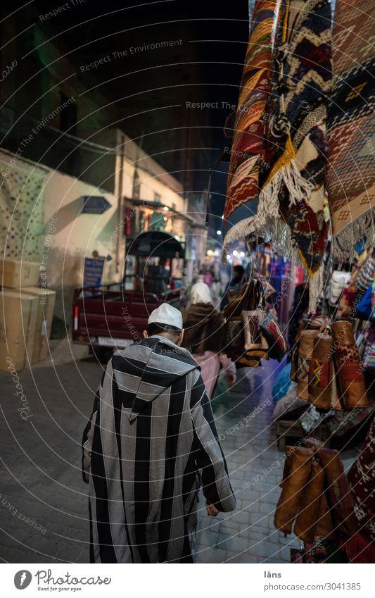 Marrakesch Leben Nachtleben Mensch maskulin feminin Marokko Stadt Haus Mauer Wand Verkehr Verkehrsmittel Autofahren Fußgänger Wege & Pfade Bewegung kaufen Basar