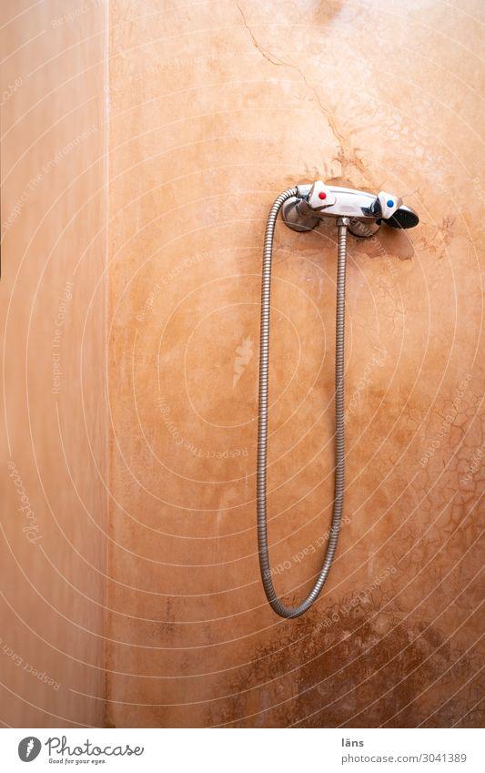 Dusche Häusliches Leben Wohnung Bad Marrakesch Marokko Mauer Wand einfach Tadelakt Kalkputztechnik Farbfoto Innenaufnahme Menschenleer Textfreiraum links