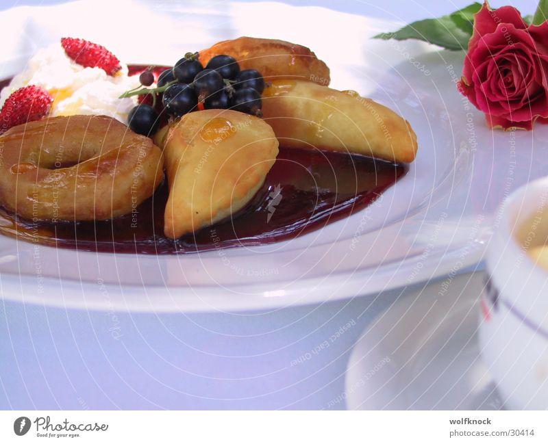 dessert Dessert süß Teigwaren Saucen Ernährung Beeren obers