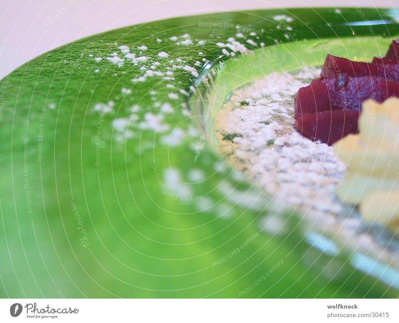 green grün Ernährung süß Teller Dessert Puderzucker Glasteller