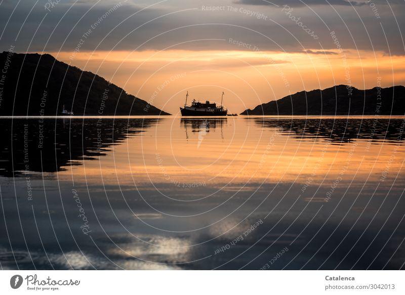 Symmetrie |  in der Bildkomposition Wasser Boot Hügel Dämmerung Himmel Meer Sonnenuntergang Küste Sommer Horizont Schönes Wetter Abend Wolken Natur Landschaft