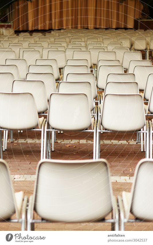Leere Ränge Lifestyle Tourismus Stuhl Vorhang Theaterplatz Stuhlreihe Sitzreihe Entertainment Veranstaltung ausgehen Bühne Kultur Open Air Musik Stadt Essen