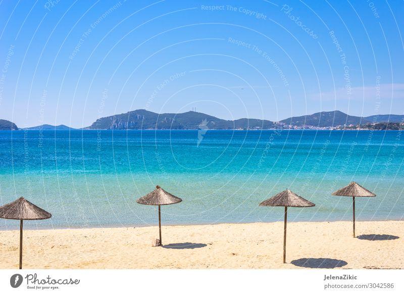 Schöner Strand mit türkisfarbenem Wasser schön Erholung Ferien & Urlaub & Reisen Tourismus Ausflug Sommer Sommerurlaub Sonne Meer Berge u. Gebirge Natur