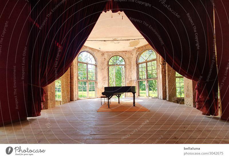 Vorhang auf! alt grün rot Haus Fenster schwarz Architektur Gebäude Kunst braun träumen dreckig Musik Glas Kultur Sehenswürdigkeit