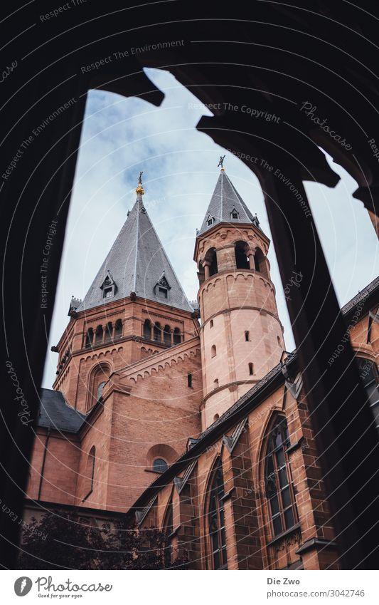 Mainzer Dom Deutschland Rheinland-Pfalz Stadt Hauptstadt Stadtzentrum Menschenleer Kirche Architektur Dach Sehenswürdigkeit Wahrzeichen Macht Mut