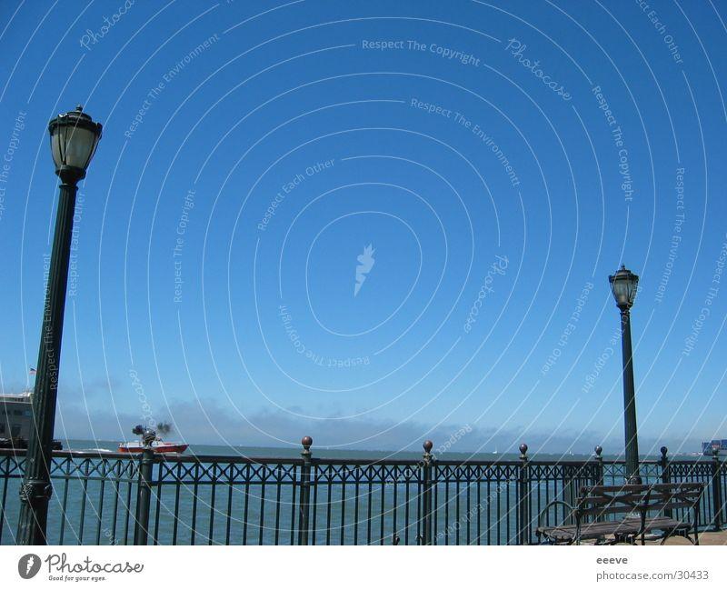 am meer Wasser Himmel Meer Amerika Anlegestelle Schönes Wetter Geländer Blauer Himmel Promenade Pazifik Laternenpfahl Parkbank Wolkenloser Himmel San Francisco