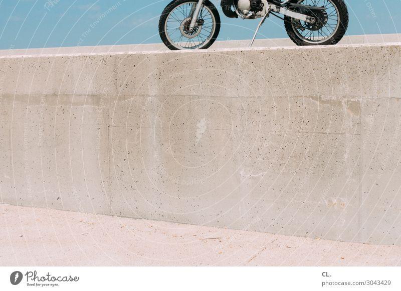 motorrad am strand Himmel Ferien & Urlaub & Reisen Sommer Strand Wand Tourismus Mauer Freiheit Sand Ausflug Verkehr Insel Abenteuer Schönes Wetter Pause