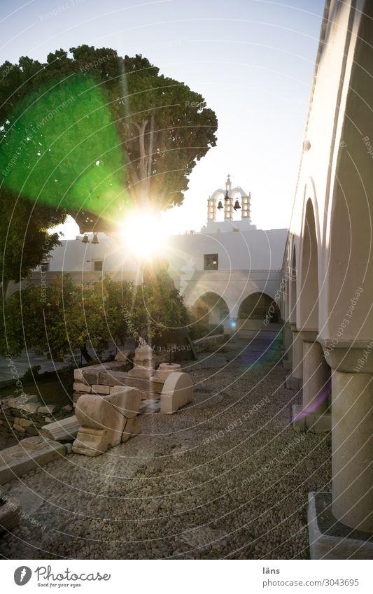 Gegenlicht Paros Griechenland Kirche Innenhof Menschenleer