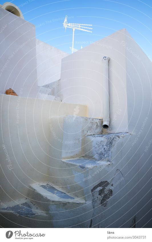 Kommen und gehen Mauer Wand Treppe Beginn einzigartig Haus Antenne fallrohr menschenleer Griechenland Santorin Farbfoto Außenaufnahme Textfreiraum links