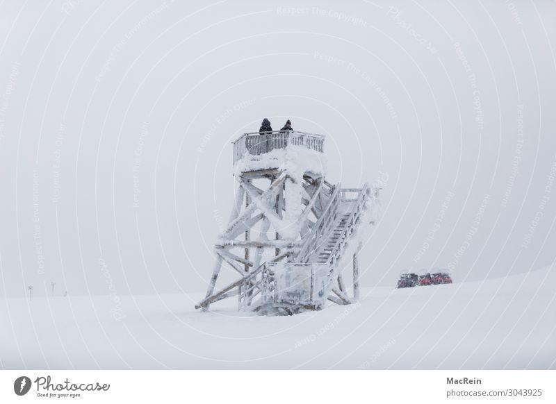 Aussichtsturm Frau Erwachsene Mann 2 Mensch 18-30 Jahre Jugendliche Landschaft Winter Eis Frost Schnee Schneefall Hügel Pullover Fell Hausschuhe Wanderschuhe