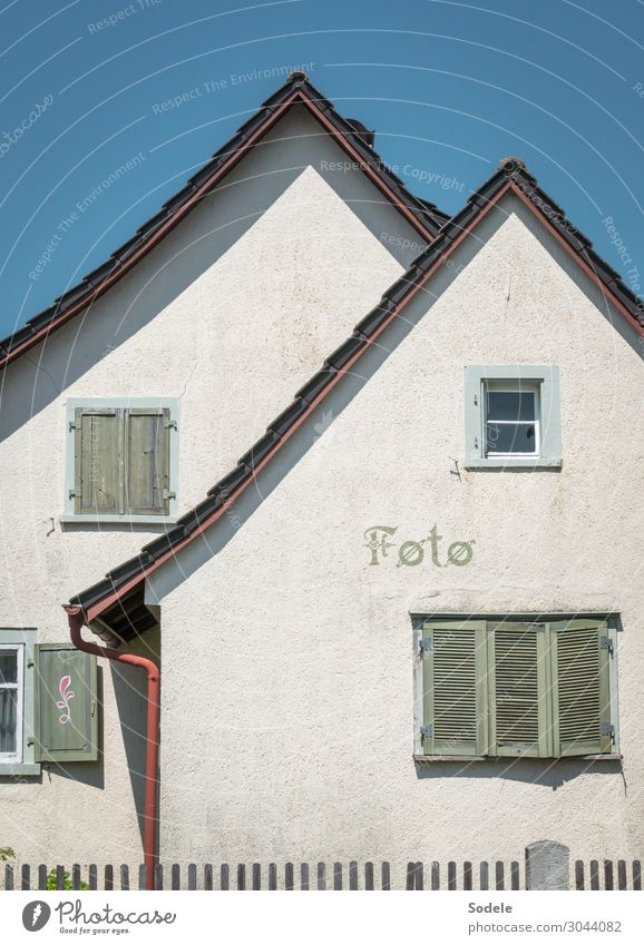 Foto alt Haus Gebäude Fassade retro Schriftzeichen trist authentisch Schönes Wetter Vergänglichkeit Fotografie geschlossen Vergangenheit Verfall