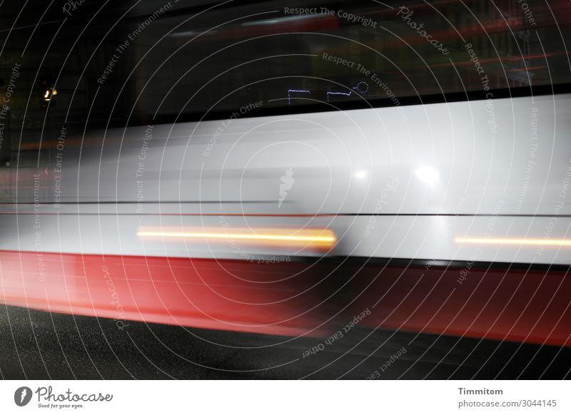 Nachtzug Ferien & Urlaub & Reisen Rom Italien Verkehr Verkehrsmittel Schienenverkehr Eisenbahn Personenzug Linie fahren Geschwindigkeit rot weiß Gefühle Licht