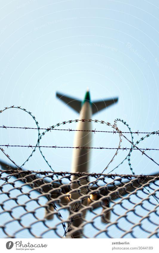Flughafen Berlin Bewegungsunschärfe Kohlendioxid Flugzeug fliegen Luftverkehr fliegend Flugplatz Froschperspektive Himmel Himmel (Jenseits) Landen