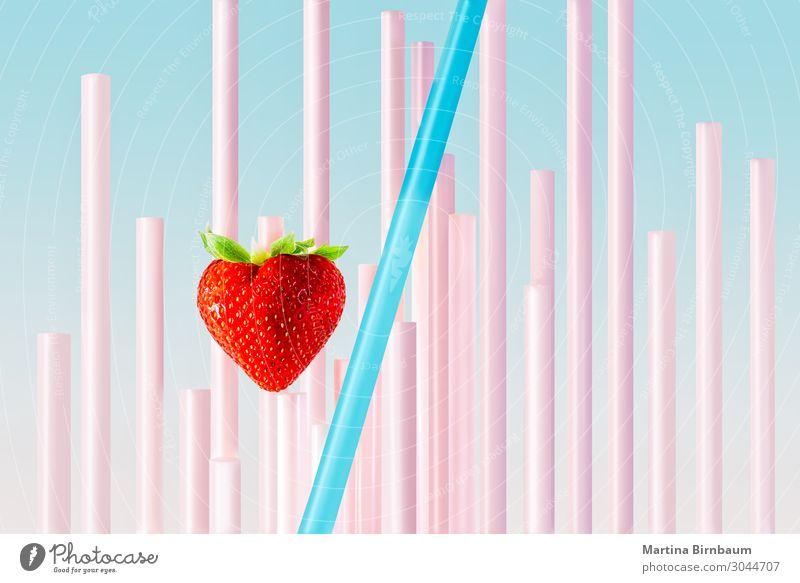 Eine Erdbeere und Strohhalme mit pastellfarbenem Hintergrund. Frucht Frühstück Trinkhalm Leben Sommer Kunst frisch wild blau rosa rot weiß Farbe Erdbeeren
