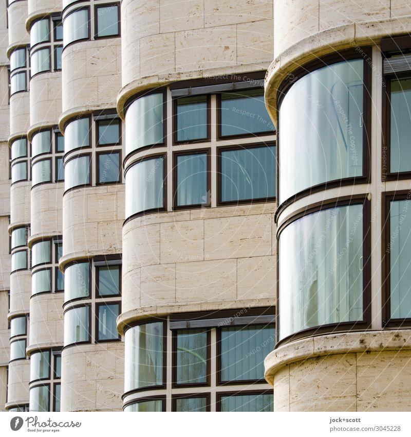 La ola Fenster Architektur Stil außergewöhnlich Stein Fassade Stimmung Linie modern Ordnung ästhetisch historisch Sightseeing Symmetrie Einigkeit Bürogebäude