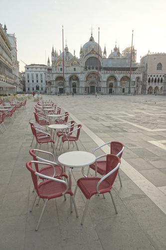 Markusplatz vor dem großen Ansturm Ferien & Urlaub & Reisen Tourismus Sightseeing Städtereise Kreuzfahrt Gastronomie Frühling Venedig Italien Stadtzentrum