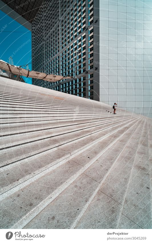 Treppen auf dem Platz de la defense Ferien & Urlaub & Reisen Tourismus Ausflug Abenteuer Freiheit Sightseeing Städtereise Hauptstadt Hochhaus Bauwerk Gebäude