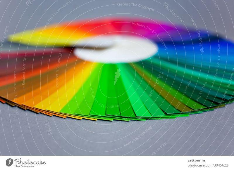 Farbkreis mit Grün im Vordergrund Farbe Farbstoff Schriftstück Regenbogen Farbenspiel Druck Verlauf Übergang Farbverlauf Druckerei Farbwert Farbkarte Farbskala