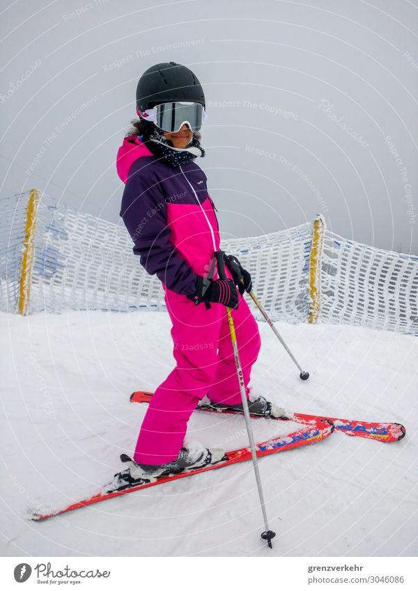 Abgefahrn Schnee Winterurlaub Skifahren Skianzug Skier Skistöcke Skihelm Skifahrer Abfahrtsrennen Skipiste Mensch feminin Mädchen 1 8-13 Jahre Kind Kindheit