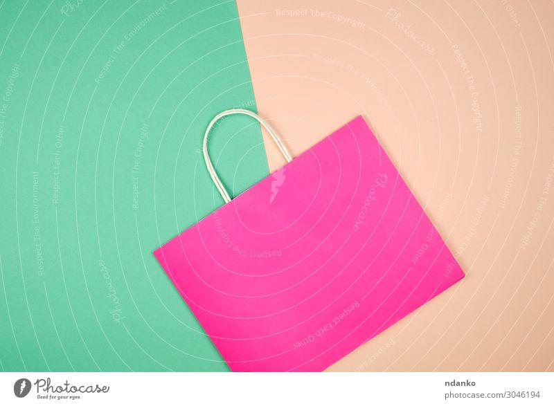 leere rosa Papiertragetasche mit Henkel Lifestyle kaufen Stil Design Business Container Mode Verpackung Paket modern neu grün Farbe Hintergrund Tasche blanko