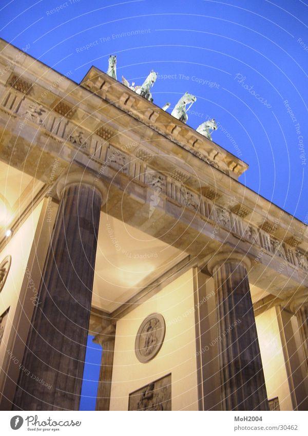 Brandenburger Tor Berlin Beleuchtung Architektur Säule einheitlich