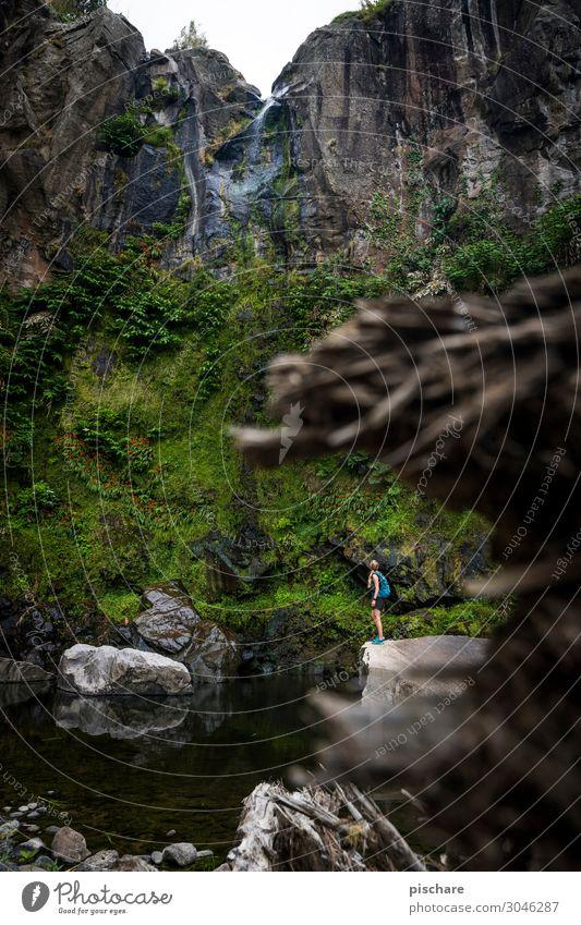 Größenvergleich Ferien & Urlaub & Reisen Tourismus Abenteuer Freiheit Sightseeing Sommerurlaub wandern feminin Frau Erwachsene 1 Mensch Natur Landschaft