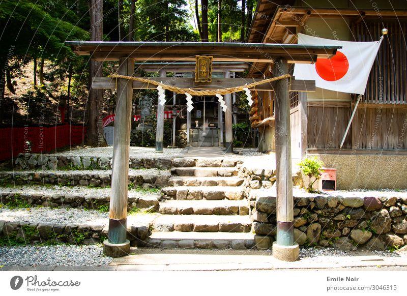 Japan Torii Gebäude Architektur Tempel O-Torii Tor Sehenswürdigkeit Fahne Ferien & Urlaub & Reisen Religion & Glaube Farbfoto Außenaufnahme