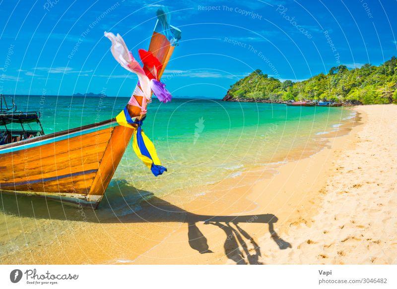 Blick auf das traditionelle thailändische Longtailboot am Sandstrand Lifestyle exotisch schön Erholung Ferien & Urlaub & Reisen Tourismus Ausflug Kreuzfahrt