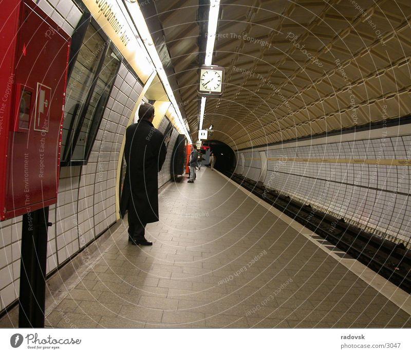 U-Bahn Nachtleben Stil Drogenhandel dunkel Verkehr Mensch