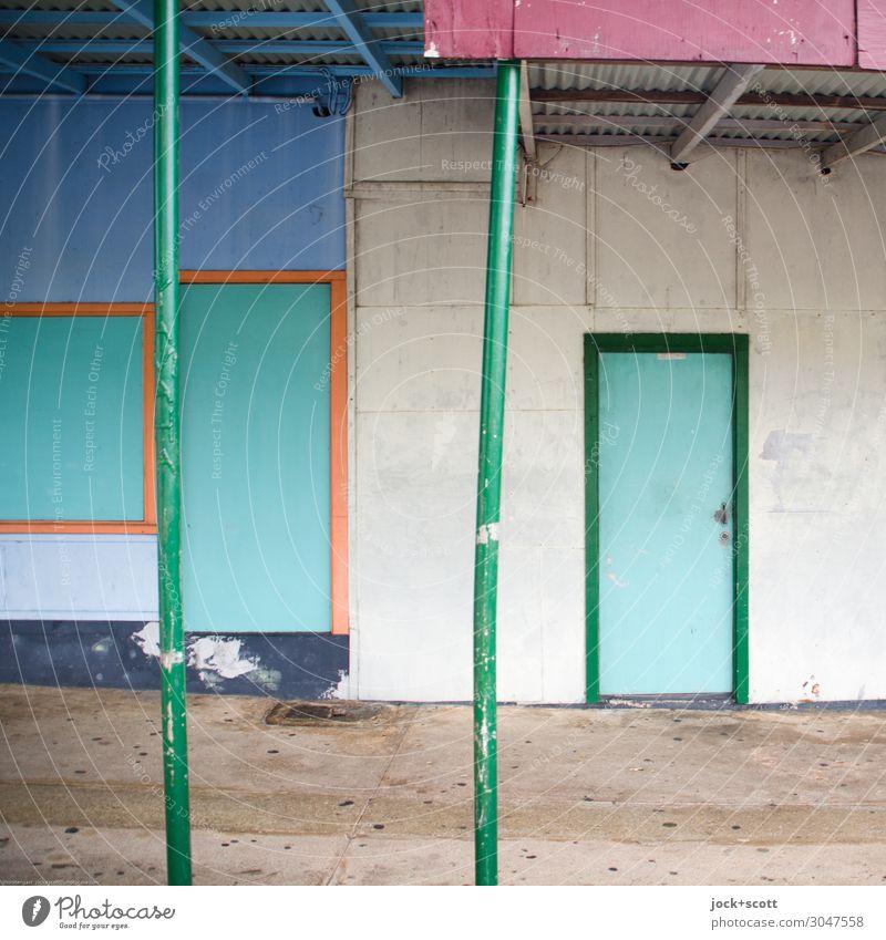 Doors closed at present Stil exotisch Holzhaus Wand Tür Vordach Eisenrohr Linie authentisch eckig einzigartig retro Ordnung Wege & Pfade Rahmen Neigung