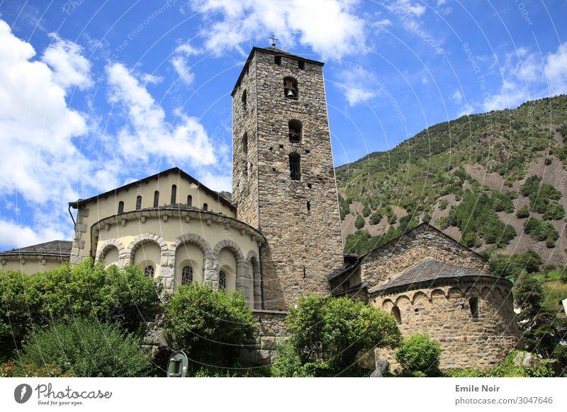 Kirche im Dorf Tourismus Sommer Landschaft Himmel Schönes Wetter Berge u. Gebirge Andorra la Vella Altstadt Wahrzeichen träumen ästhetisch Farbfoto