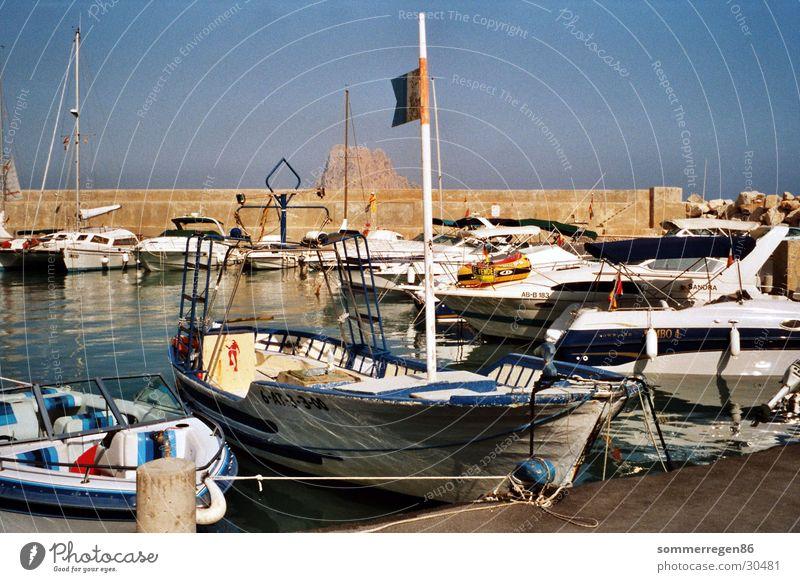 Anglerboot Meer blau Ferien & Urlaub & Reisen Wasserfahrzeug Hafen Schifffahrt
