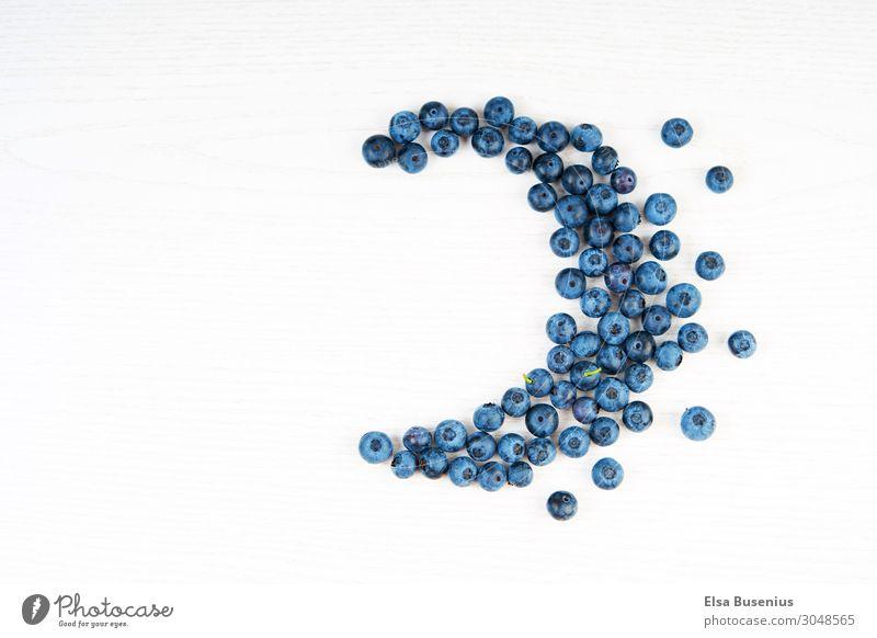 Blauer Halbmond Lebensmittel Frucht Beeren Ernährung Frühstück Picknick Bioprodukte Vegetarische Ernährung Diät Gesundheit Essen Zeichen Erholung Farbe genießen