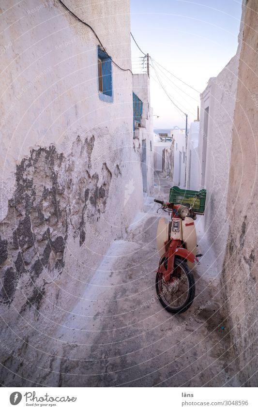 Transportmöglichkeit in der Altstadt Ferien & Urlaub & Reisen Tourismus Haus Griechenland Dorf Gebäude Mauer Wand Fassade Verkehr Verkehrsmittel Straße Motorrad