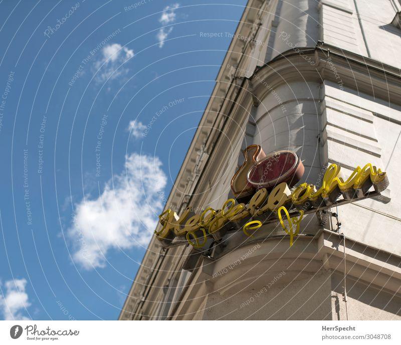 Kegelbahn Himmel Wolken Schönes Wetter Wien Hauptstadt Altstadt Haus Bauwerk Gebäude Fassade Glas Metall Zeichen Schriftzeichen alt kaputt retro trashig trist