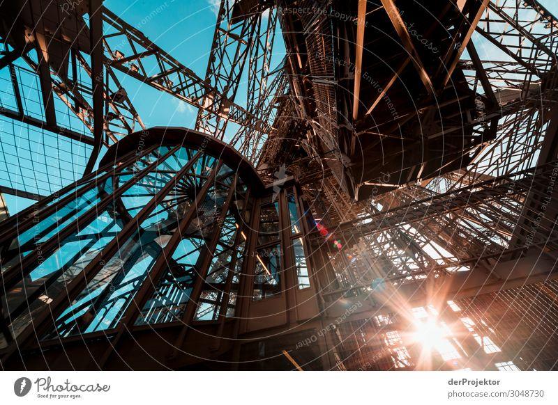 Eiffelturm auf der ersten Plattform Ferien & Urlaub & Reisen Tourismus Ausflug Abenteuer Sightseeing Städtereise Sommer Bauwerk Gebäude Architektur