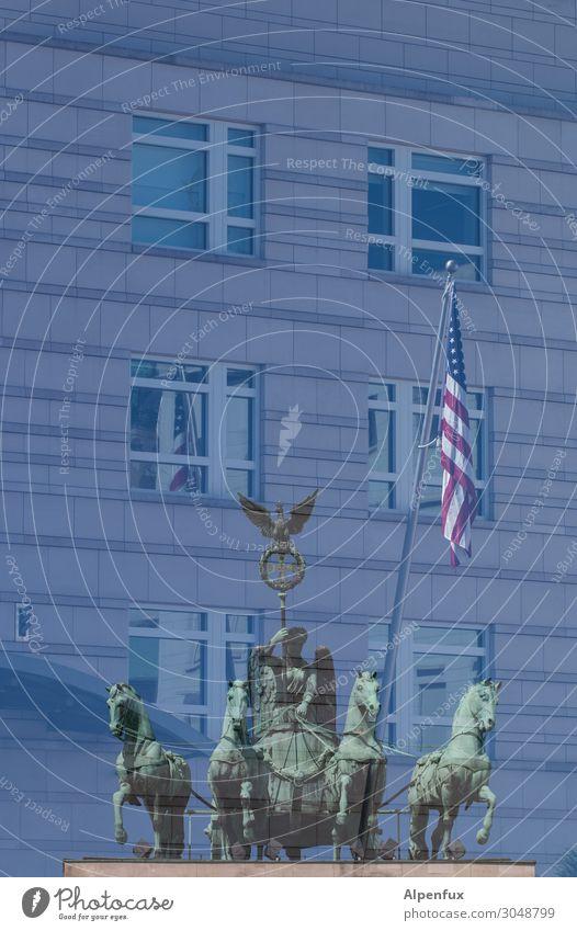 """Deutsch-Amerikanische """"Freundschaft"""" Berlin Berlin-Mitte Sehenswürdigkeit Wahrzeichen Denkmal Fahne Macht Zukunftsangst Respekt Aggression Ärger Partnerschaft"""