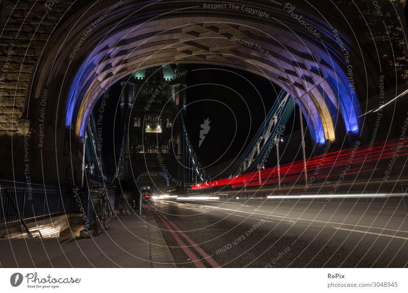 London bei Nacht Themse thames Tower Brücke bridge Stadt Verkehr traffic Bauwerk Straße street England Metropole Fluss river Konstruktion Stahlkonstruktion