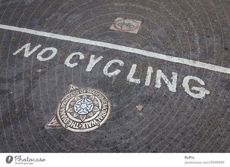 NO CYCLING Rad bike Fahrrad Straße Gehweg Verkehrsführung Verkehrssicherheit Verbundsteine Stadt urban Stadtansichten traffic Piktogramm Symbol Radweg bicycle