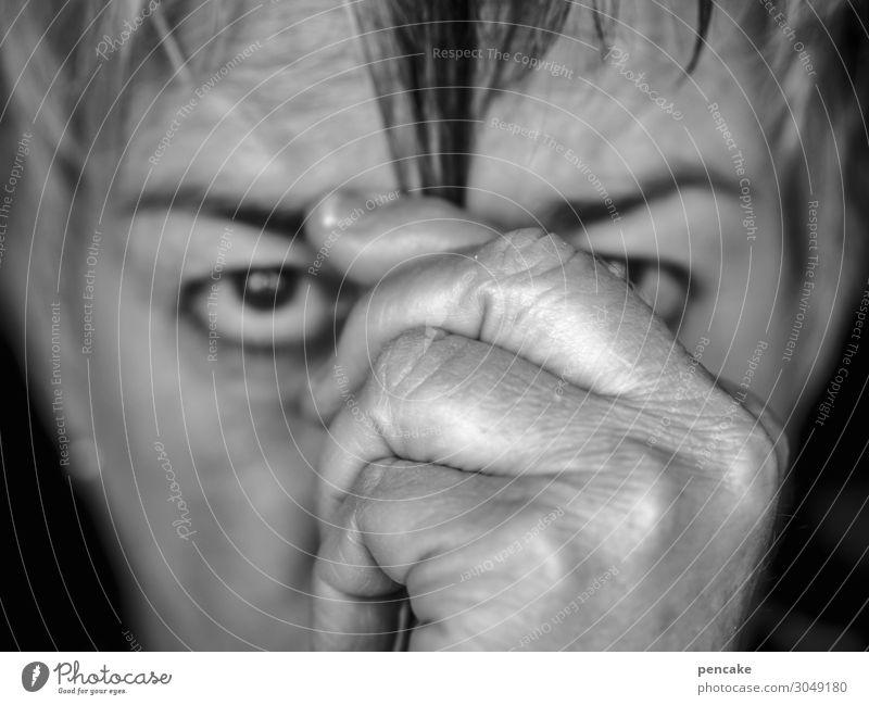 when i'm sixty four Mensch feminin Weiblicher Senior Frau Gesicht Hand 1 60 und älter wählen beobachten Denken Blick Willensstärke Haarsträhne Haarausfall
