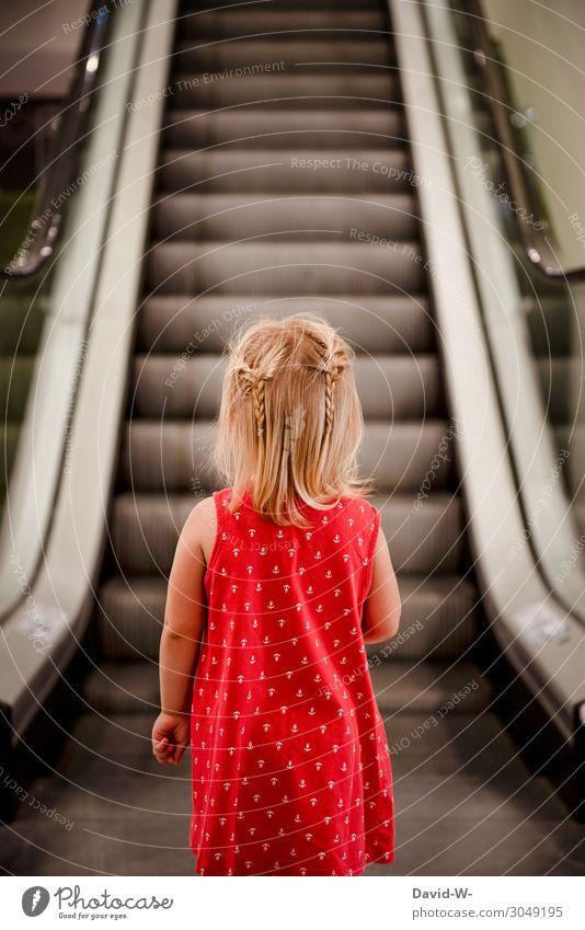 eine Treppe die sich bewegt? Kind Mensch rot ruhig Mädchen Lifestyle Leben feminin Stil Kunst Spielen Design Angst elegant Kindheit warten