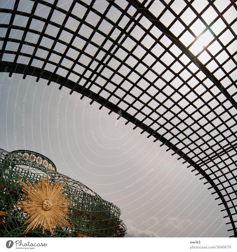 Überspannt Kunst Kunstwerk Skulptur Wolkenloser Himmel Sonne Schloss Sanssouci Sehenswürdigkeit Pavillon Gitternetz durchsichtig Barock Barockgarten Metall