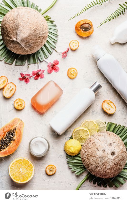 Kosmetische Produkten mit Kokosnüssen und Früchten kaufen Stil Design schön Körperpflege Kosmetik Gesundheit Behandlung Wellness Spa Vegane Ernährung Kokosnuss