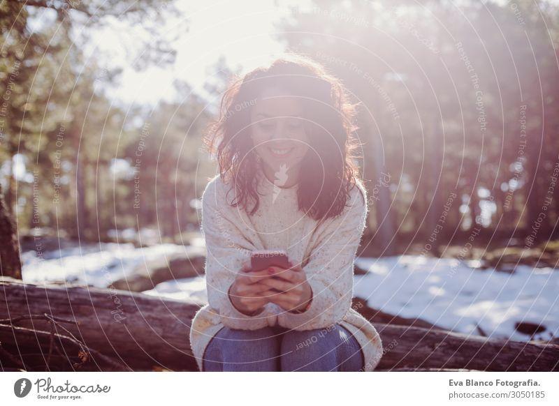 Frau Mensch Himmel Ferien & Urlaub & Reisen Natur Jugendliche Junge Frau schön grün Landschaft Sonne Baum Erholung Freude Wald Winter